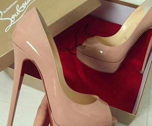 heel and shoes image