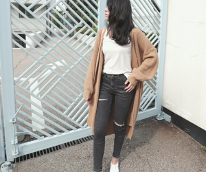 fashion, white, and korean style image