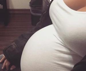 body, kim kardashian, and pregnant image