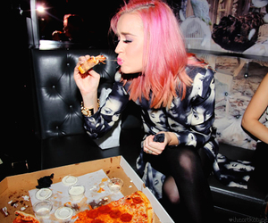 katy perry and pizza image
