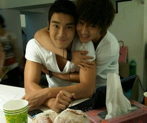 siwon, yesung, and super junior image