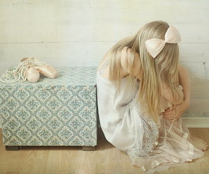 girl, ballet, and bow image