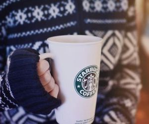 pull, tasse, and starbucks image