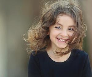 طفلة, ضحكة, and ﻛﻴﻮﺕ image