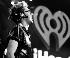 glasses and niall horan image