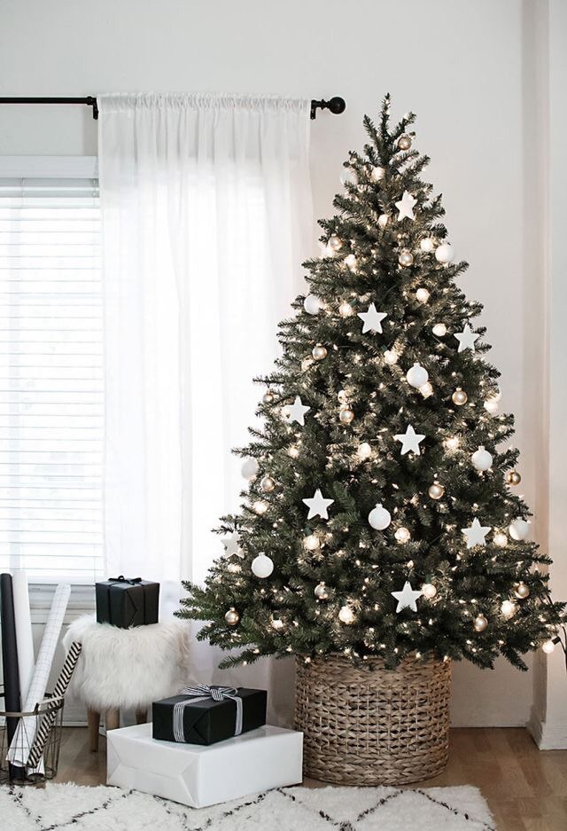 presents and christmastree image