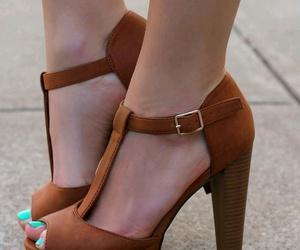 brown, fashion, and plateau image