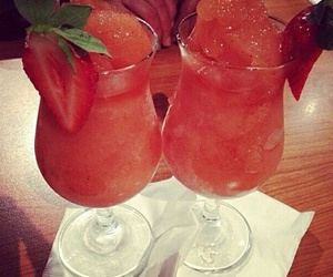 coctail and strowbery image