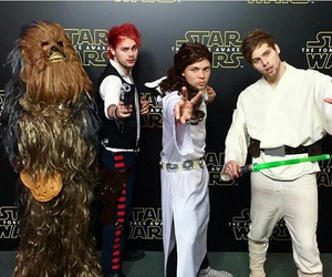 5sos, star wars, and calum hood image