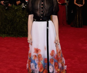 lily collins and metgala2015 image