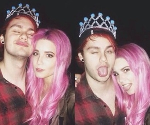 halsey, michael clifford, and 5sos image