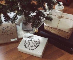 gift and christmas image