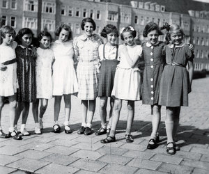 anne frank and girls image