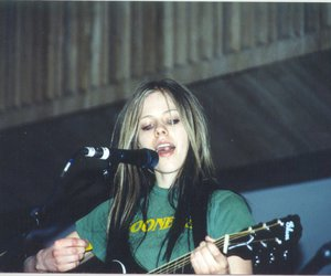 2004, Avril Lavigne, and live image