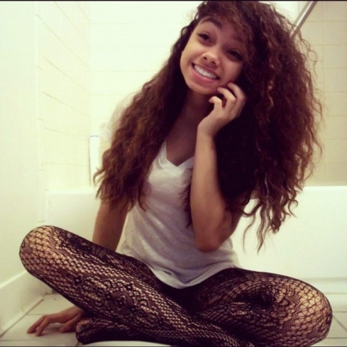 Beautiful Girls With Curly Hair On We Heart It