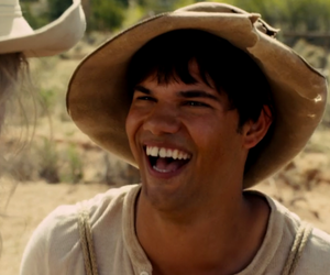 Taylor Lautner and the ridiculous 6 image