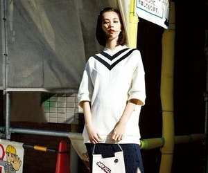v-neck and woman fashion image