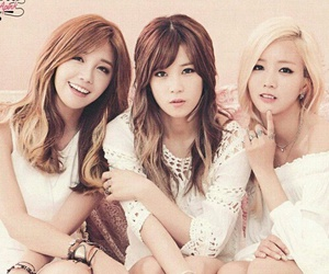 blonde hair, yoon bomi, and girl group image