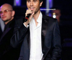 enrique iglesias, king, and pop singer image