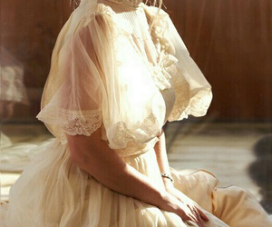 dress, lace, and romantic image