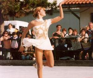 girl, patines, and rollers image