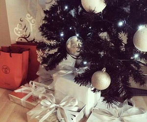 christmastree and gfts image