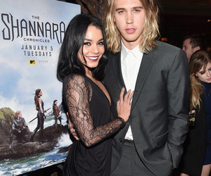 couple, event, and vanessa hudgens image