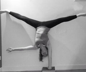 cheerleader, flexible, and girl image