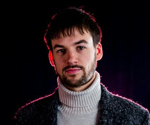 the 1975 and ross macdonald image