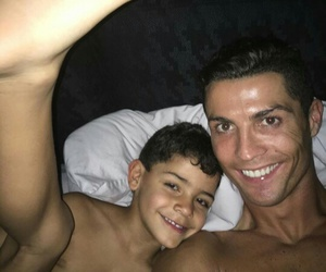 cristiano ronaldo, family, and instagram image