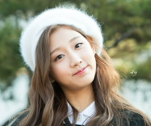 maknae, yein, and lovelyž image