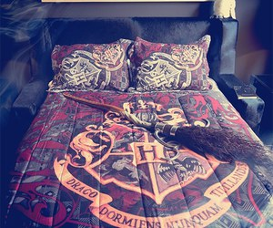 harry potter, hogwarts, and bed image