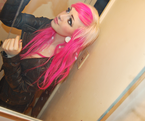 dingyfeathers, hair, and pink image
