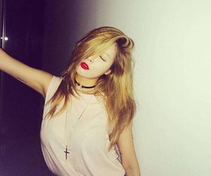 hyuna and girl image