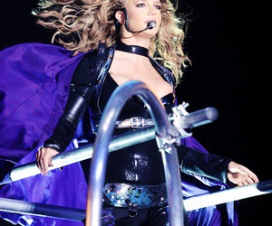 britney spears and onyx hotel tour image
