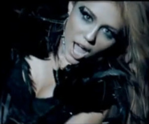 miley cyrus, trying too hard, and can't be tamed image
