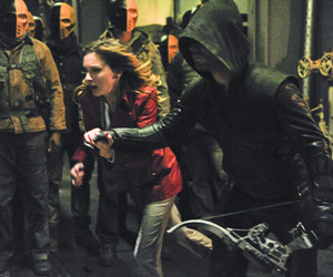 arrow, serie, and katie cassidy image