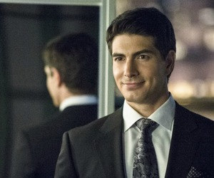 arrow, serie, and brandon routh image