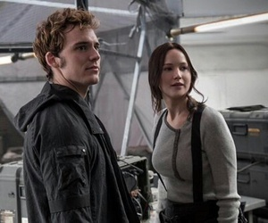 mockingjay, katniss, and the hunger games image