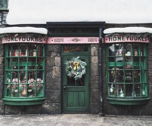 harry potter, hogsmeade, and honey dukes image
