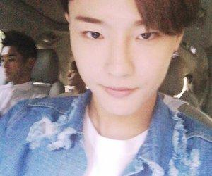 seungyoun and uniq image