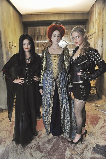 check out halloween costume pics from the new pll episode the pretty little liars