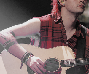 michael clifford and 5 seconds of summer image