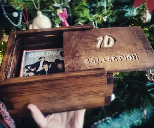 christmas, discos, and wooden box image