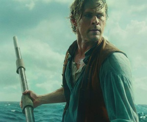 chris hemsworth and in the heart of the sea image