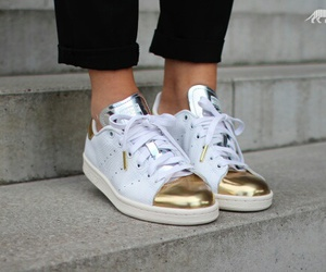 stan smith gold silver image