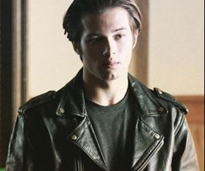actor and leo howard image