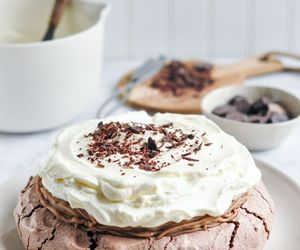 chocolate and pavlova image
