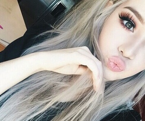 her and lashes+ image