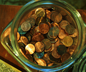 change and pennies jar image